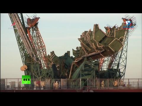 С космодрома Байконур стартует пилотируемый корабль «Союз»
