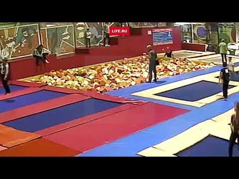 Камеры сняли смертельный прыжок красноярского депутата на батуте