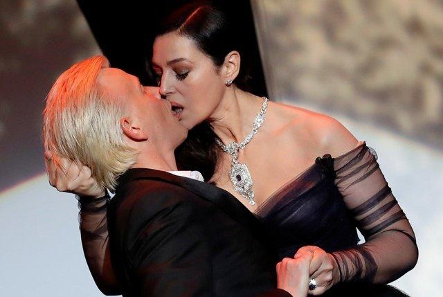 Страстный поцелуй Моники Беллуччи