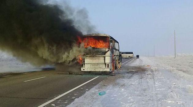 В Казахстане в жутком ДТП заживо сгорели 52 человека (видео)