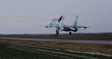Три истребителя приземлились на автотрассу в Ростовской области (видео)