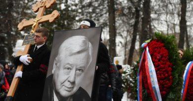 Олега Табакова похоронили на Новодевичьем кладбище