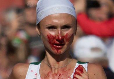 Истекшая кровью бегунья выиграла марафон на чемпионате Европы (видео)