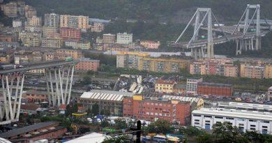 При обрушении моста в Генуе погибли люди (видео)