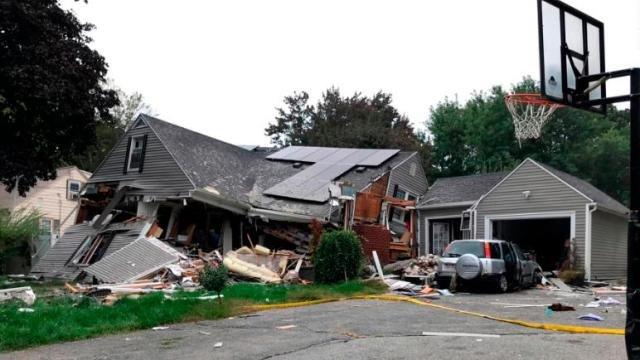 Взрыв уничтожил дом в городе Лоуренс, Массачусетс