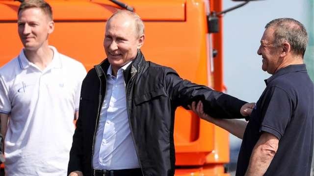 Владимир Путин и Аркадий Ротенберг на Крымском мосту
