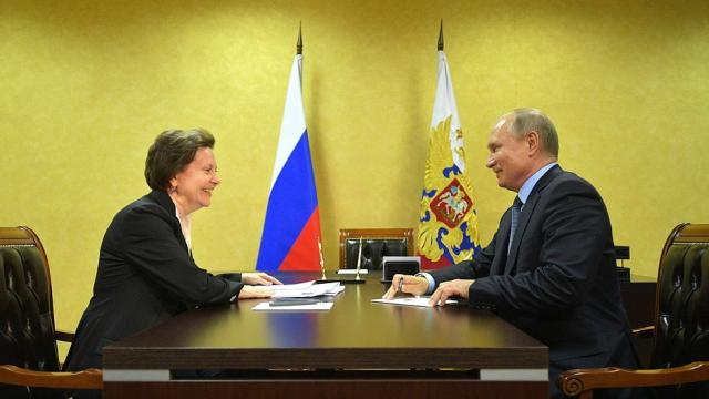 Владимир Путин с губернатором Ханты-Мансийского автономного округа – Югры Натальей Комаровой.