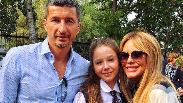 Евгений Алдонин и Юлия Началова с дочерью Верой