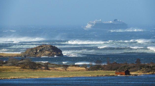 Лайнер Viking Sky терпит бедствие у берегов Норвегии (видео)