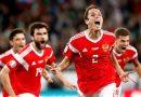 Марио Фернандес празднует гол в ворота сборной Казахстана