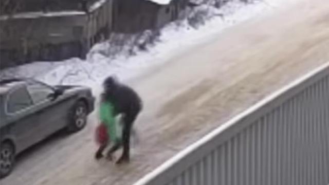 Подросток спас девочку от педофила