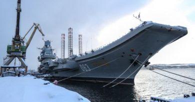 В Мурманске загорелся авианесущий крейсер «Адмирал Кузнецов» (видео)
