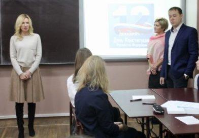 «Ты идиот клинический»: Учитель обматерил ученика за спор с депутатом