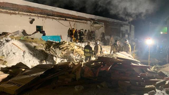 В Новосибирске крыша в кафе обрушилась под тяжестью снега