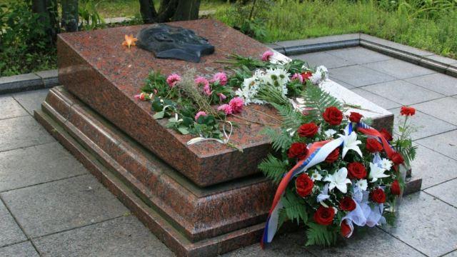 Могила Николая Кузнецова во Львове