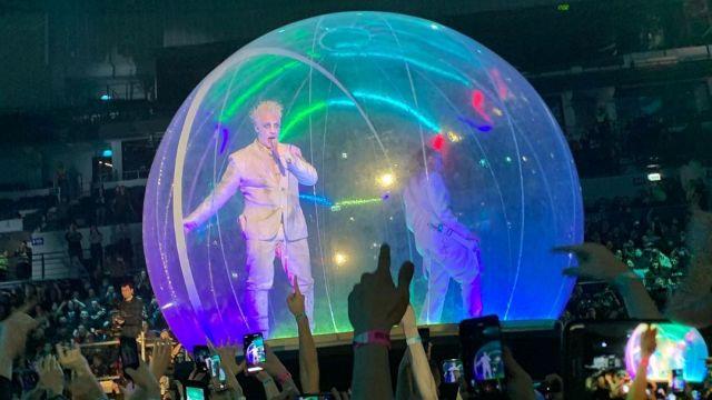 Группа Lindemann выступила в Москве в огромном пузыре
