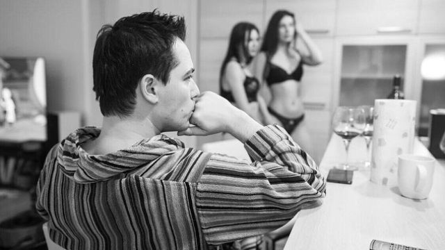 Родион Газманов на самоизоляции устроил пьяную оргию