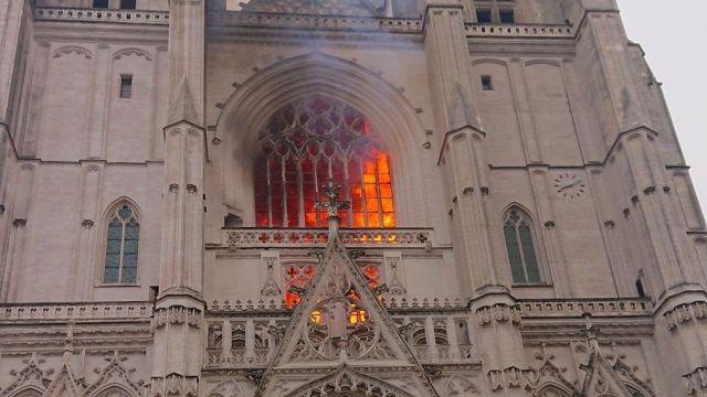 Пожар в кафедральном соборе в Нанте