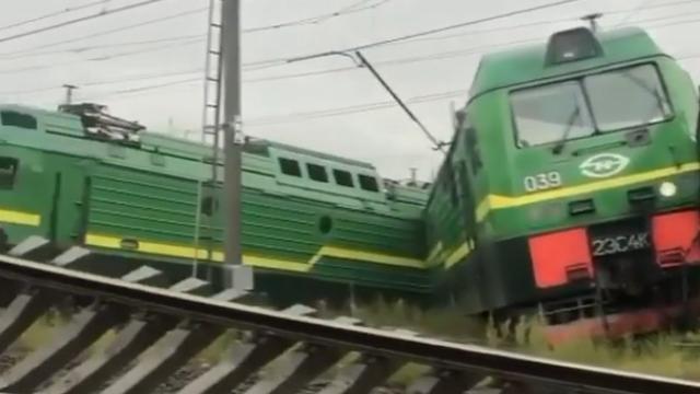 Два поезда столкнулись в Петербурге