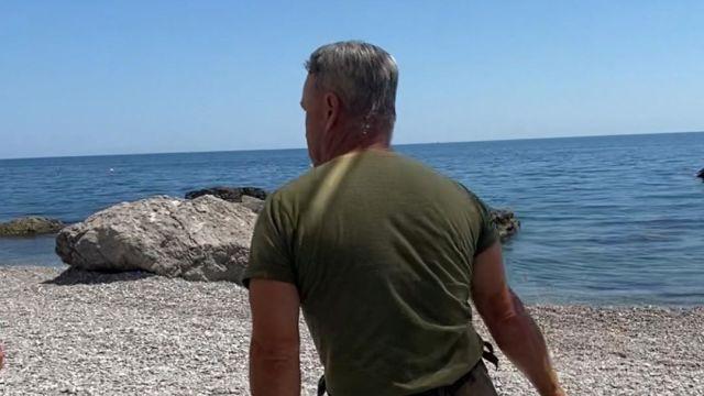 Охранник ногайкой гонял отдыхающих на пляже в Крыму