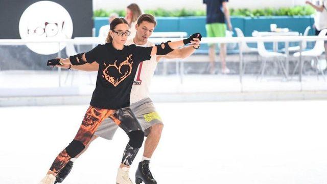 Ольга Бузова на коньках