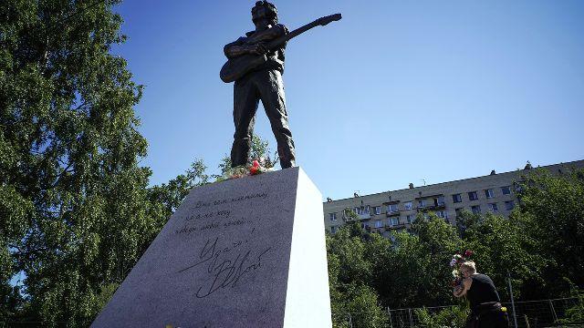 Памятник Виктору Цою в Петербурге