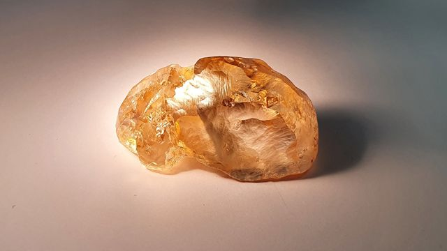 Самый крупный цветной алмаз в истории России