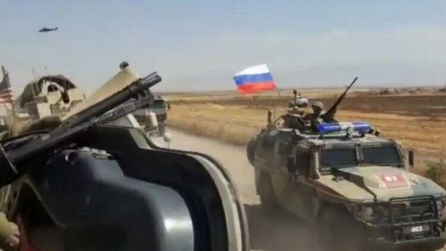 Российский БТР протаранил американский бронеавтомобиль в Сирии