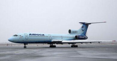 Пассажирский самолет Ту-154 авиакомпании «Алроса»