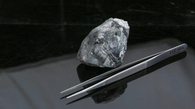 В Ботсване нашли гигантский алмаз весом 998 карат