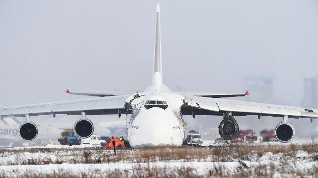 Ан-124 совершил жесткую посадку в Новосибирске