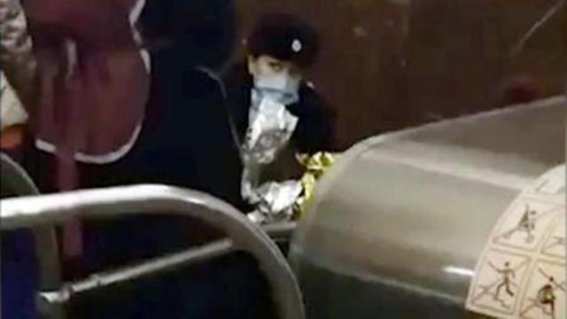 Полицейские приняли роды в московском метро