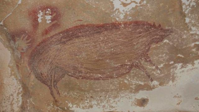 Старейший наскальный рисунок в мире найден в Индонезии