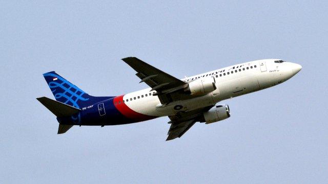 Пассажирский самолет потерпел крушение в Индонезии