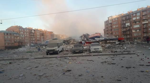Мощный взрыв разрушил торговый центр во Владикавказе