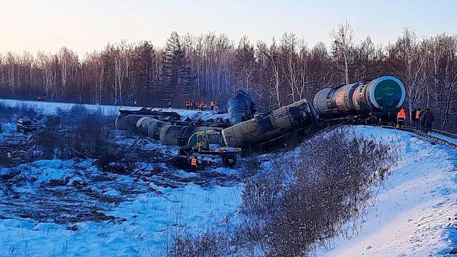 Вагоны с нефтью сошли с рельс в Хабаровском крае