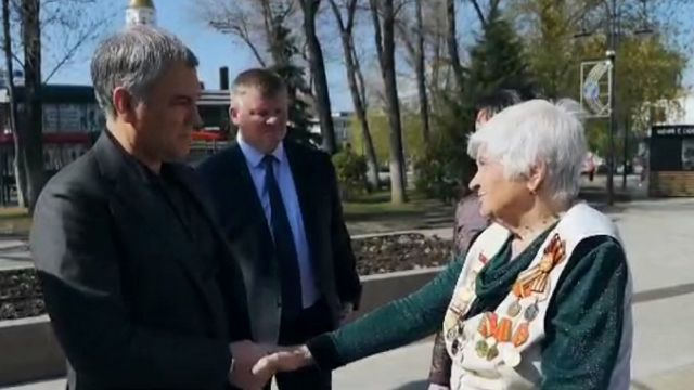 Пенсионерка пообщалась с Володиным в Саратове