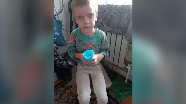 Мать с сожителем истязали 8-летнюю девочку
