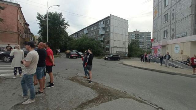 Мужчина открыл стрельбу по прохожим в Екатеринбурге