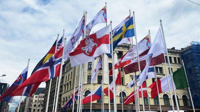 Белоруссия высылает посла Латвии из-за инцидента с флагом