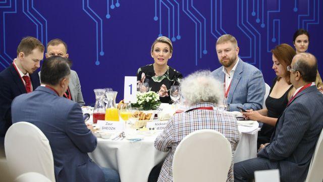 Захарова ответила перебившему ее Венедиктову