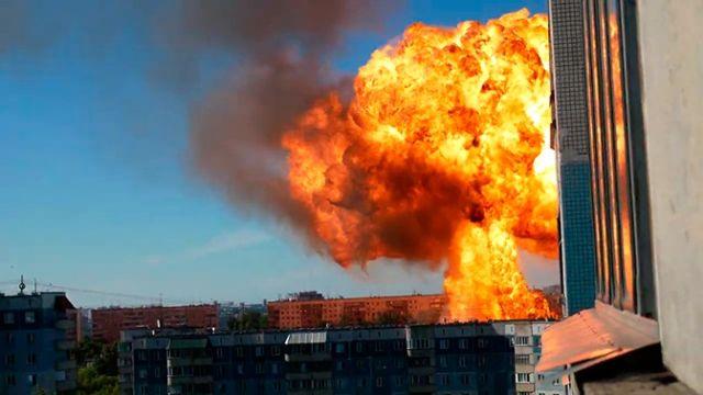 Мощный взрыв прогремел на АЗС в Новосибирске