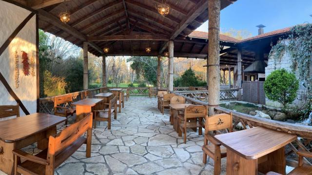 Ресторан «Апсны» на территории «Самшитовой рощи» в городе Пицунда
