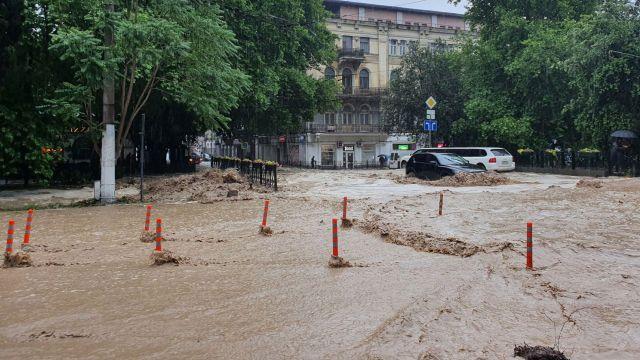 В Ялте ввели режим ЧС из-за наводнения