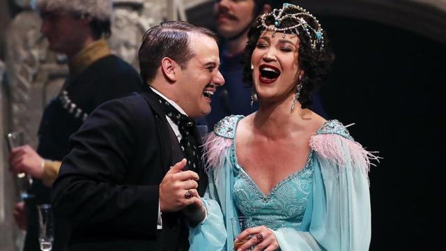 Ольга Бузова выступила на сцене МХАТа