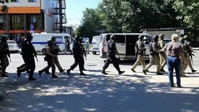 Мужчина захватил заложников в отделении Сбербанка в Тюмени