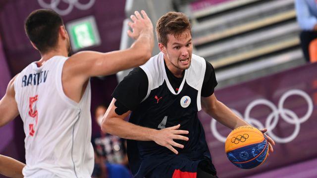 Мужская сборная России завоевала серебро ОИ-2020 по баскетболу 3х3