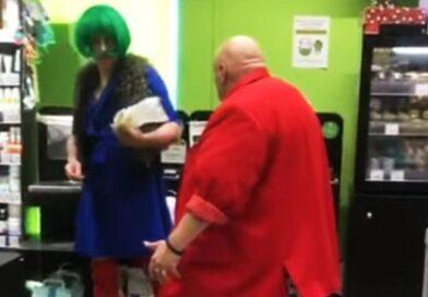 Стас Барецкий напал на мужчину в платье