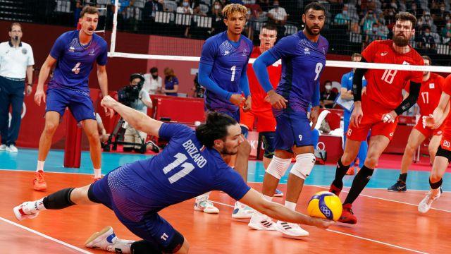 Российские волейболисты завоевали серебро на ОИ-2020