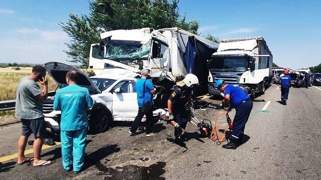 Девять автомобилей столкнулись в Ростовской области